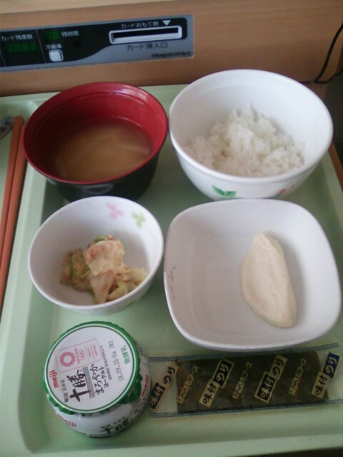 ��(i150)どーも(*^^*)ノ 今回は筆者の病院食(検査があるため副食1/2量と少ないです。)の画像です。
