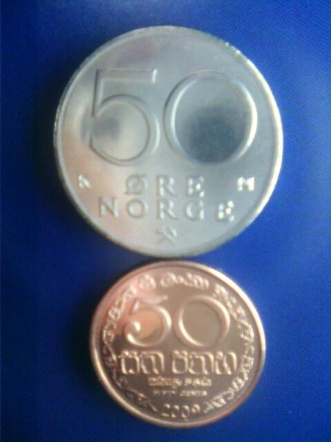 ��(i150)まいど(*^^*)ノ 同じ50と言う額面の硬貨 ノルウェーの50エーレとスリランカの50セントです。